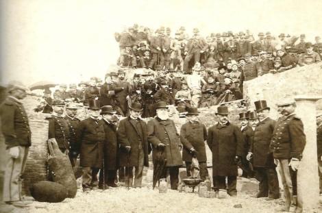 Imagem2: D. Pedro II, Dona Teresa Cristina e comitiva visitando as ruínas de Pompéia, Itália, 1888.